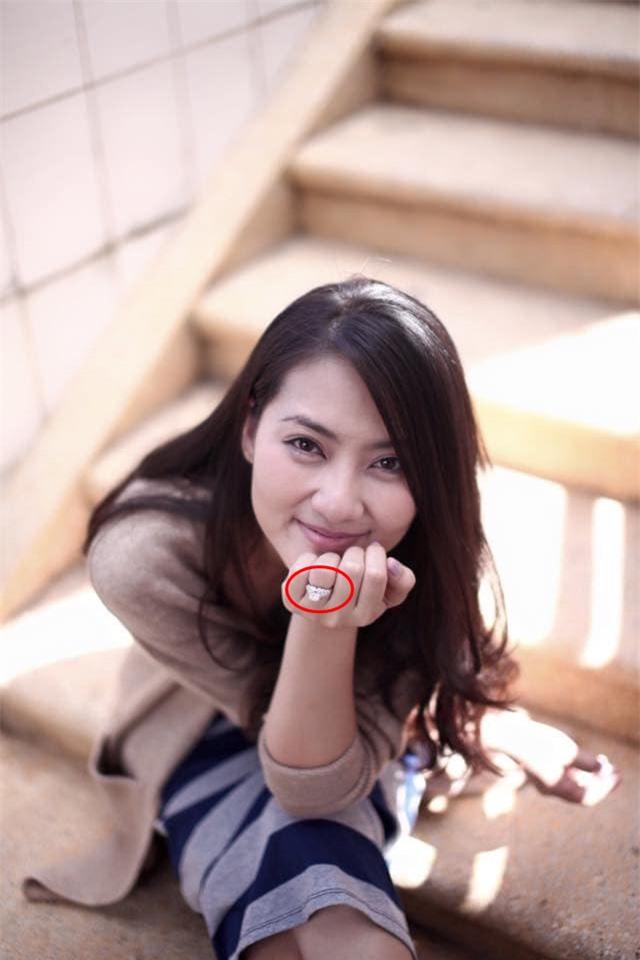 Ngọc Lan liên tục đăng trạng thái buồn hậu ly hôn Thanh Bình nhưng gây chú ý nhất vẫn là hình ảnh trên tay còn đeo nhẫn ở ngón áp út - Ảnh 3.