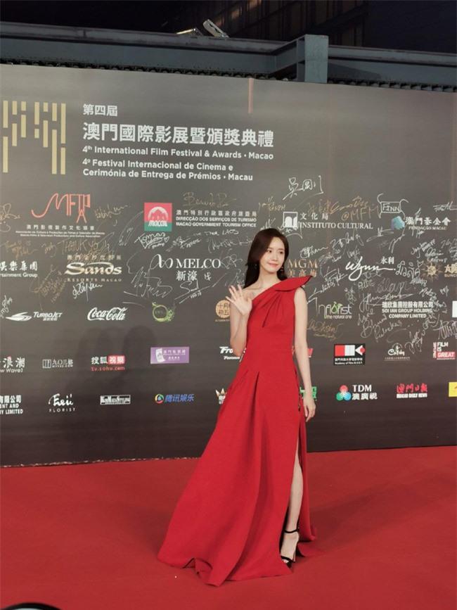 Thảm đỏ LHP quốc tế Macau 2019: YoonA xinh đẹp làm lu mờ dàn sao Hoa ngữ  - Ảnh 3.