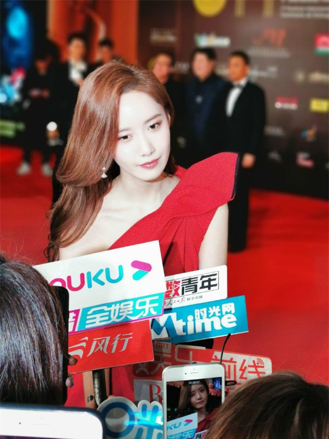 Thảm đỏ LHP quốc tế Macau 2019: YoonA xinh đẹp làm lu mờ dàn sao Hoa ngữ  - Ảnh 4.