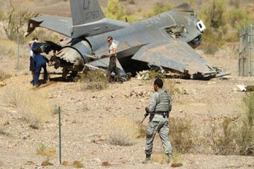 F-16 Mỹ lao xuống đất khi hạ cánh tại Hàn Quốc