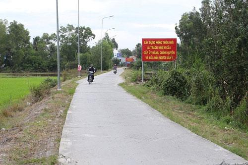 Đường vào trung tâm xã Hòa Điền đã được bê tông hóa từ khi triển khai xây dựng NTM