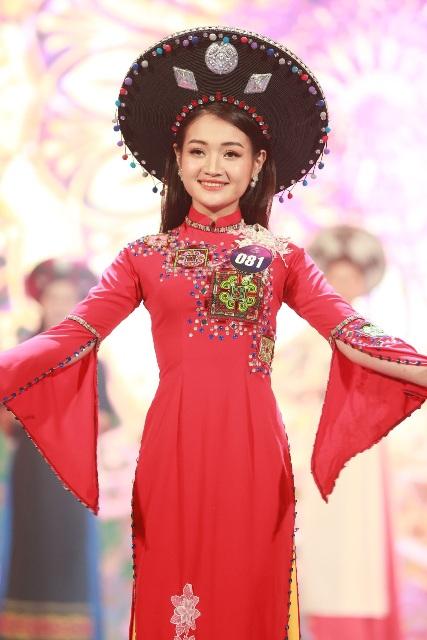 Danh hiệu Người đẹp xứ Mường thứ 2 được trao cho thí sinh Bùi Thị Nụ với phần thưởng 30 triệu đồng cùng quà tặng từ BTC.
