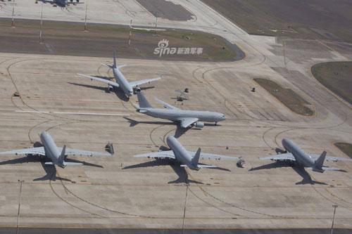 Các máy bay tiếp liệu của Không quân Hoàng gia Australia vừa có màn trình diễn