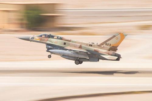Hãng thông tấn Al Masdar News cho biết, máy bay chiến đấu Israel vào cuối tháng 11 đã thực hiện hàng loạt vụ tấn công dữ dội vào khu vực phía Tây và phía Nam thủ đô Damascus của Syria.