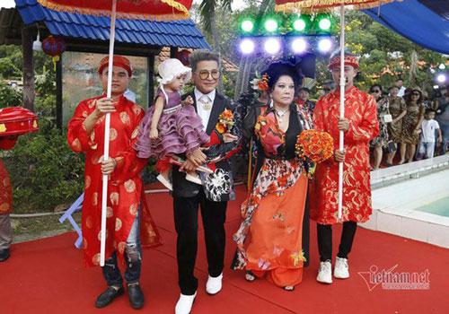 """Theo Vietnamnet, MC Thanh Bạch cùng """"bà trùm"""" Thúy Nga vừa tổ chức đám cưới nghệ thuật lần thứ 10. Ảnh: Vietnamnet"""