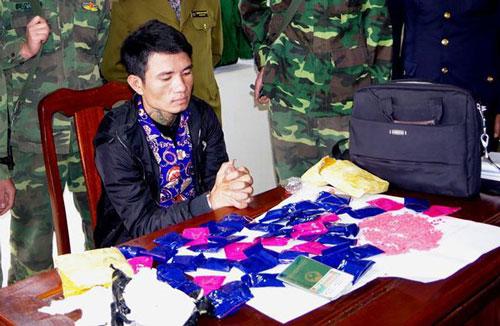 Hà Tĩnh: Chặn đứng đối tượng mang gần 10.000 viên hồng phiến vào Việt Nam