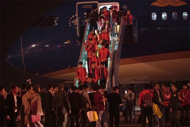 ẢNH: U22 Việt Nam và ĐT nữ Việt Nam về đến Hà Nội sau hành trình chinh phục SEA Games 30 - Ảnh 11.