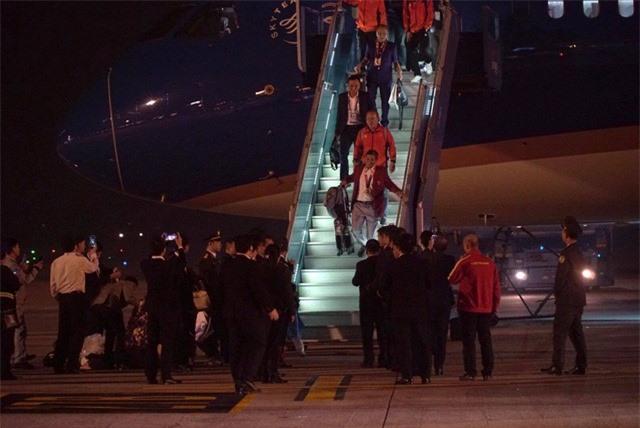 ẢNH: U22 Việt Nam và ĐT nữ Việt Nam về đến Hà Nội sau hành trình chinh phục SEA Games 30 - Ảnh 7.