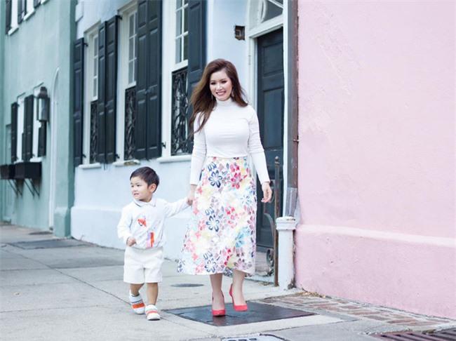 """Bà xã nam ca sĩ Đan Trường lần đầu tiết lộ lý do mở công ty riêng cho con dù Thiên Từ mới 3 tuổi, tiết lộ muốn nhiều hơn 2 chữ """"rich kid"""" - Ảnh 1."""