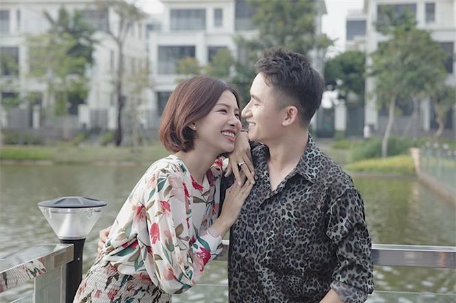 Nhan sắc gây thương nhớ của vợ sắp cưới Phan Mạnh Quỳnh - ảnh 1