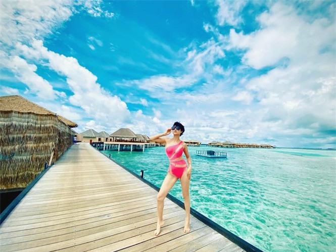 Phát 'sốt' với ảnh Trang Trần diện bikini được Ngọc Trinh tặng  - ảnh 1