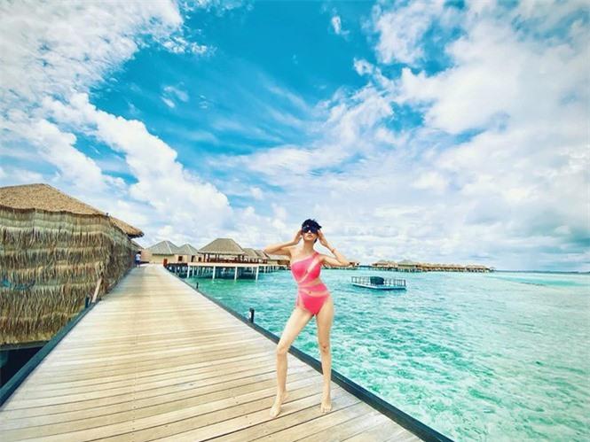 Phát 'sốt' với ảnh Trang Trần diện bikini được Ngọc Trinh tặng  - ảnh 2