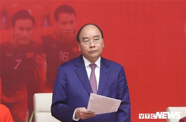 Thủ tướng Nguyễn Xuân Phúc cảm ơn bầu Đức, bầu Hiển - Ảnh 1.