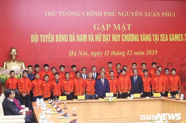 Thủ tướng Nguyễn Xuân Phúc cảm ơn bầu Đức, bầu Hiển - Ảnh 2.