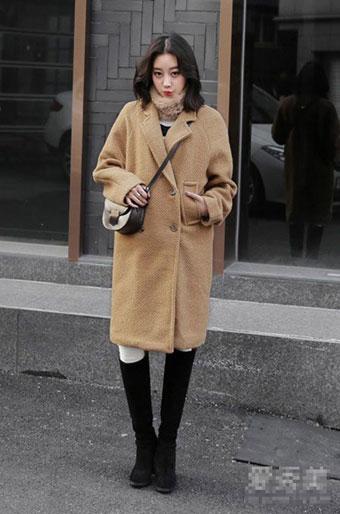 Trong những ngày giá rét, áo khoác dạ là món đồ không thể thiếu trong tủ của các cô gái.