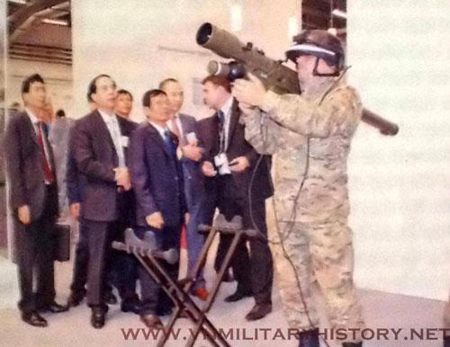 Tổ hợp tên lửa phòng không vác vai của Ba Lan mang tên Grom từng thu hút sự chú ý của Việt Nam được quốc gia này thiết kế dựa trên phiên bản gốc là tên lửa phòng không vác vai 9K38 Igla do Liên Xô chế tạo. Nguồn ảnh: VNmilitary.