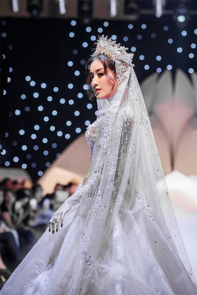 Đỗ Mỹ Linh xinh như công chúa, diện váy cưới 1 triệu USD - Ảnh 7.