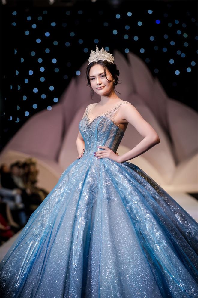 Đỗ Mỹ Linh xinh như công chúa, diện váy cưới 1 triệu USD - Ảnh 8.