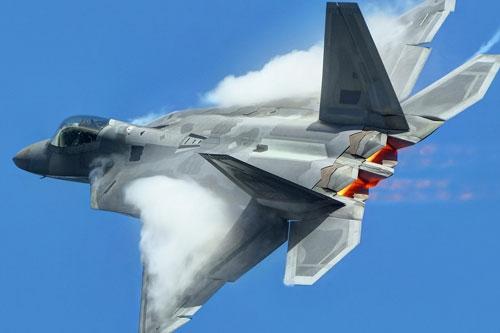 Một trong hai loại tiêm kích có tốc độ nhanh nhất hiện đang được Không quân Mỹ sử dụng trong biên chế đó là chiến đấu cơ F-22 Raptor. Nguồn ảnh: Pinterest.