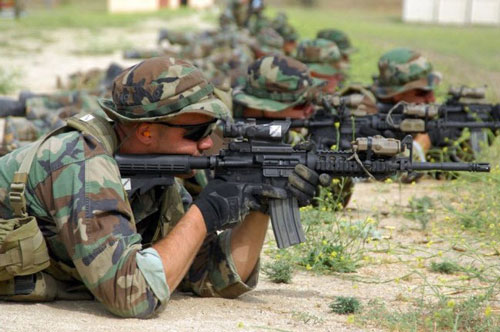 Các tân binh của lực lượng SEAL tham gia khóa luyện tập bắn súng tại trại Pendleton - một căn cứ duyên hải phía Tây của Thủy quân lục chiến Mỹ. Họ phải hoàn thành khóa huấn luyện kéo dài 6 tháng trước khi được điều tới một đơn vị SEAL.