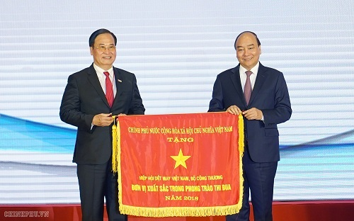 Thủ tướng giao mục tiêu xuất khẩu 100 tỷ USD cho dệt may Việt Nam
