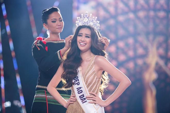 Vượt qua nhiều ứng viên sáng giá khác, Nguyễn Trần Khánh Vân đăng quang Hoa hậu Hoàn vũ Việt Nam 2019.