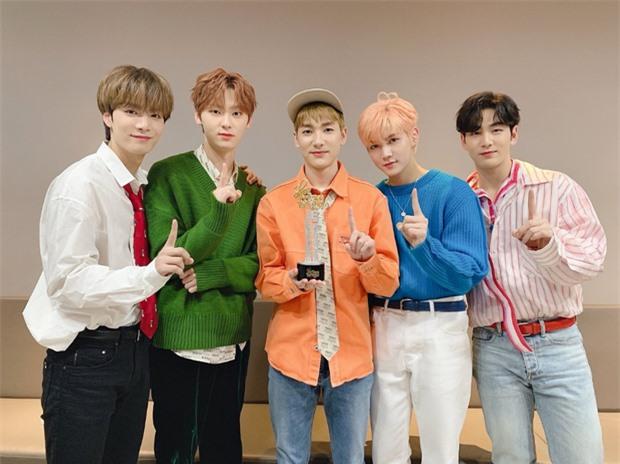 50 boygroup Kpop hot nhất hiện nay: Đối thủ không đội trời chung của BTS trở lại, top 5 gây tranh cãi vì BIGBANG bị tân binh lấn át - Ảnh 6.