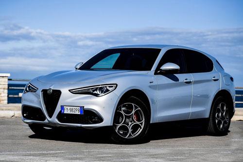 8. Alfa Romeo Stelvio 2020 (giá khởi điểm: 42.640 USD).