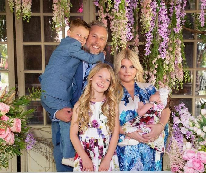 8 cặp vợ chồng nổi tiếng đã trở thành cha mẹ vào năm 2019, có cặp thậm chí đã có đứa con thứ năm