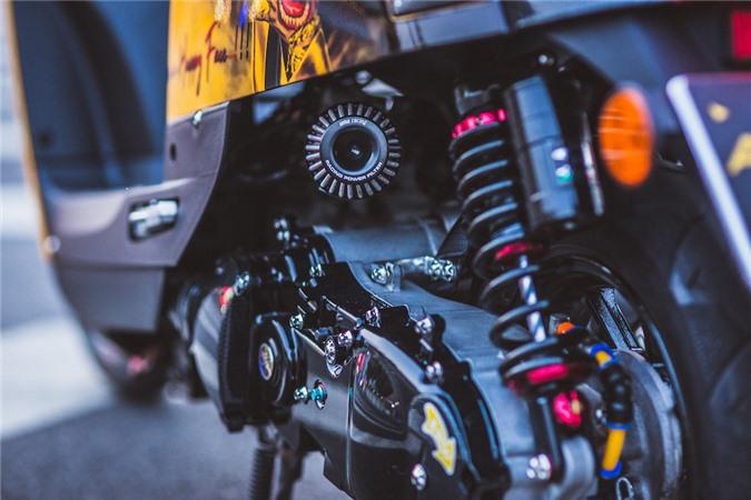 """Cuộc """"lột xác"""" ngoạn mục của chiếc xe ga Yamaha bị lãng quên tại Việt Nam ảnh 13"""