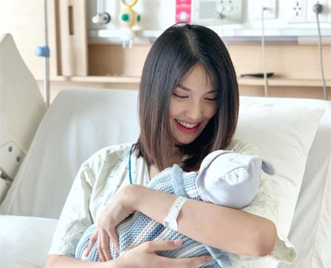 Lộ diện sau 1 tháng ở cữ, Lan Khuê gây chú ý với vóc dáng đúng chuẩn gái một con trong mòn con mắt! - Ảnh 3.