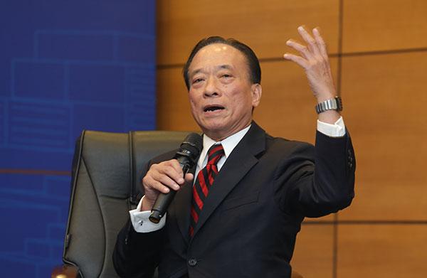 Chuyên gia tài chính ngân hàng Nguyễn Trí Hiếu.