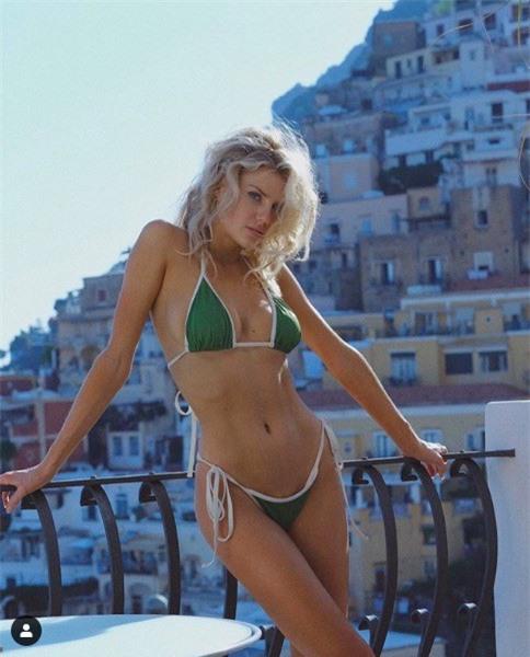 'Biểu tượng gợi cảm' nước Mỹ nảy nở gợi cảm với bikini - ảnh 4