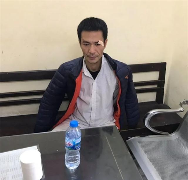 Hà Nội: Quây bắt đối tượng trộm cắp trên phố đi bộ Hồ Gươm, thu được hung khí  - 2