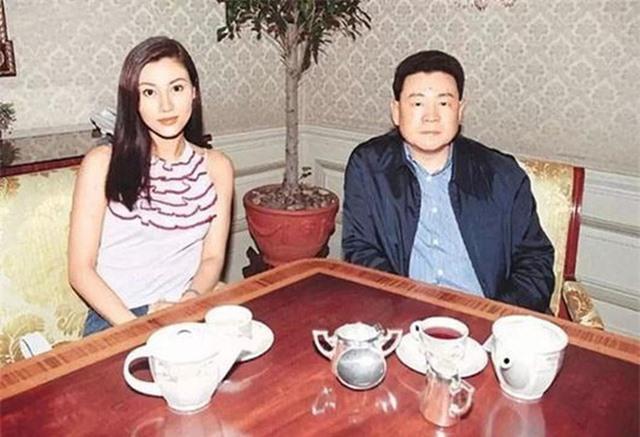 Hoa hậu đẹp nhất lịch sử Hong Kong: Bỏ tài tử nổi tiếng, lao vào các cuộc tình vật chất với đại gia - Ảnh 2.