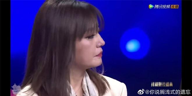 Nhan sắc thực sự của Triệu Vy được tiết lộ trên sóng truyền: Bọng mắt lớn, dấu hiệu lão hoá quá rõ ràng  - Ảnh 2.