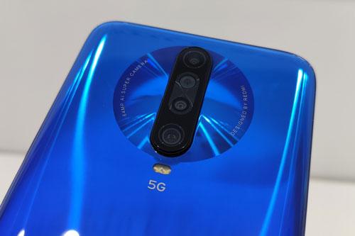 Xiaomi Redmi K30 5G sở hữu 4 camera sau. Cảm biến chính 64 MP, khẩu độ f/1.9 cho khả năng lấy nét theo pha. Cảm biến thứ hai 8 MP, f/2.2 cho ống kính góc rộng 120 độ. Ống kính macro 2 MP, f/2.4 và cảm biến chiều sâu 2 MP, f/2.4. Bộ đôi này được trang bị đèn flash LED kép, quay video 4K tốc độ 30 khung hình/giây, hoặc HD tốc độ 960 khung hình/giây.