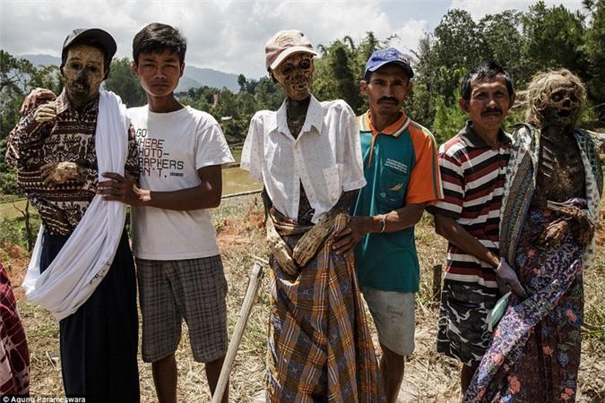Ron nguoi chuyen xac chet biet di o Indonesia-Hinh-2
