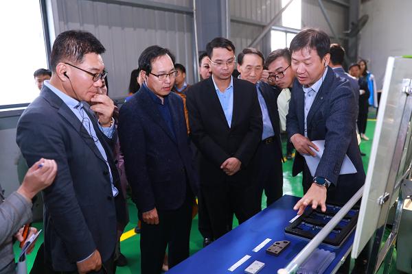 Đoàn khảo sát tại Công ty Cổ phần Fitek Việt Nam