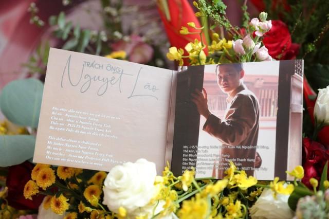 """Album """"Trách ông Nguyệt Lão""""."""