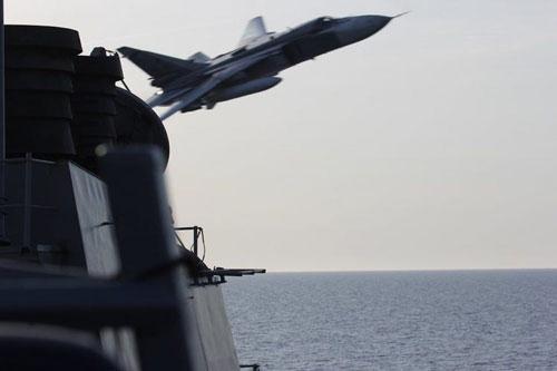 Vụ đụng độ xảy ra trên Biển Đen vào tháng 4-2016 giữa máy bay ném bom tiền tuyến Su-24 Fencer của không quân Nga và khu trục hạm USS Donald Cook lớp Arleigh Burke của hải quân Mỹ đã gây ra rất nhiều tranh cãi.