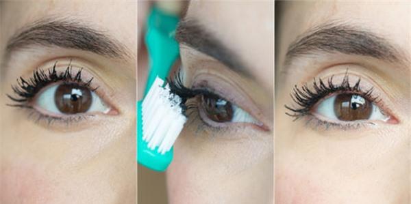 Sau cùng, dùng bàn chải chuốt nhẹ để làm mi tơi, không bị vón cục, cũng giúp lấy bớt mascara thừa, tránh làm lem ra mí mắt.