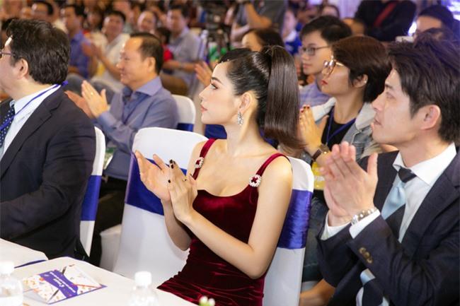 """Chi Pu gợi cảm xuất hiện giữa ồn ào """"Chị chị em em"""" bị dọa tẩy chay vì CGV tuyên bố sập hệ thống đặt vé - Ảnh 10."""