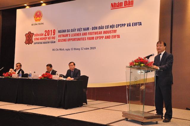 Ông Đỗ Thắng Hải - Thứ trưởng Bộ Công Thương cho biết, da giày Việt Nam là một trong những ngành xuất khẩu chủ lực của Việt Nam với kim ngạch xuất khẩu luôn tăng trưởng qua các năm, mức tăng bình quân trên 10%/năm. Ngành da giày đã và đang ngày càng khẳng định vai trò quan trọng trong nền kinh tế đất nước.