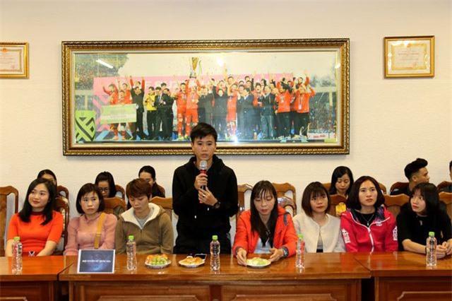 Đội tuyển nữ Việt Nam nhận thưởng 22 tỷ đồng sau tấm HCV SEA Games 30 - 1