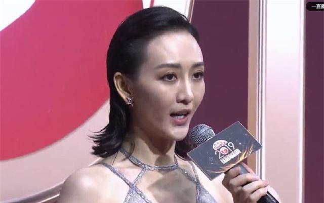 Nhan sắc dàn sao trên sóng livestream: Trịnh Sảng - Vương Âu gây hoảng hồn, Giả Nãi Lượng lộ làn da sần sùi - Ảnh 4.