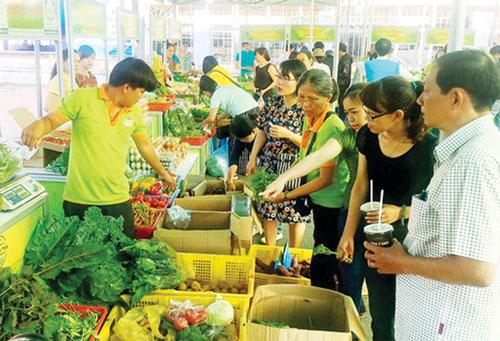 Các Phiên chợ nông sản là nơi kết nối, hình thành mối liên kết tiêu thụ nông sản theo chuỗi giá trị