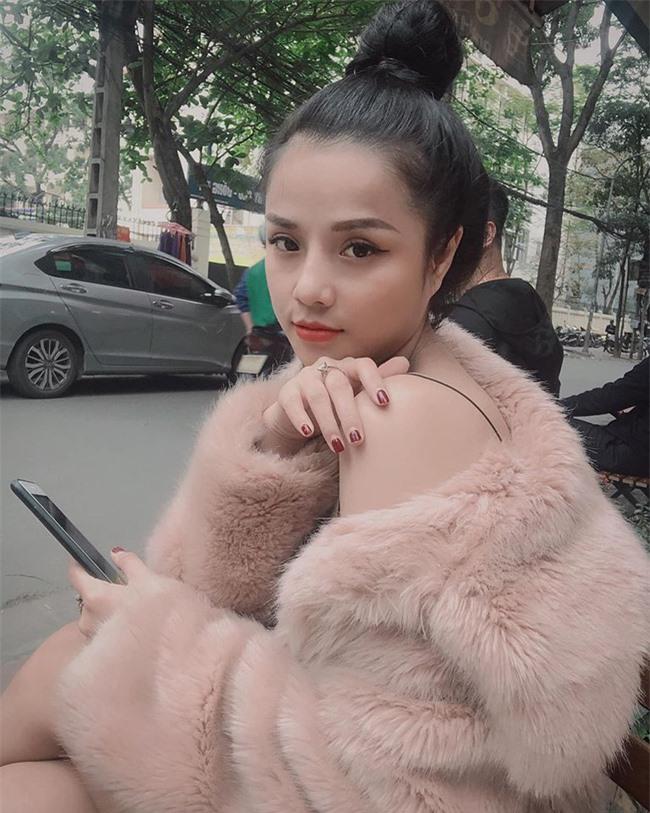 """Tưởng """"khờ khờ"""" nhưng hóa ra trước Yến Xuân, thủ thành Lâm Tây còn có bạn gái cũ là nữ ca sĩ 9X xinh như mộng - Ảnh 3."""
