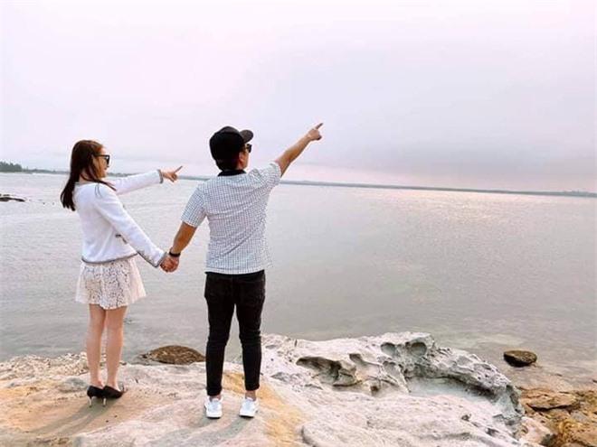 Vợ chồng Nhã Phương hiếm lắm mới du lịch nước ngoài, hành động tâm lý của Trường Giang khi vợ chụp ảnh gây chú ý - Ảnh 3.