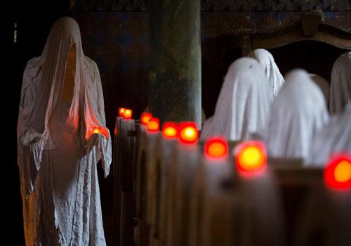 Những bức tượng ma của nghệ sĩ Jakub Hadrava được đặt tại nhà thờ St. George gần Plzen ở Lukova ở Cộng hòa Séc.